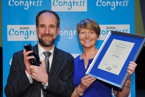 Prof Ramsey receiving Woodrow award. Image Credit: BSAVA