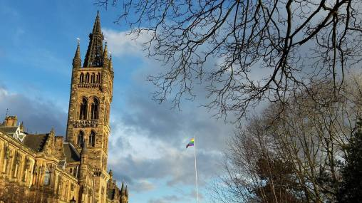 Glasgow does have some sunny days. Enjoy them! Image by Juli Nati.